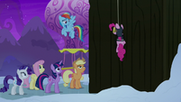 Rainbow Dash opens the Yakyakistan gates S7E11