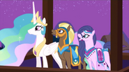 S03E05 Celestia i delegaci z Saddle Arabii oglądają pokaz
