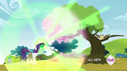 S04E23 Rarity zmienia drzewo w kryształ