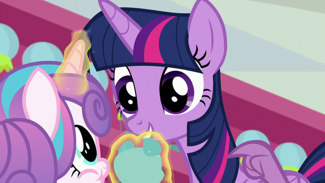 File:Spike tapping on Twilight Sparkle S7E3.png
