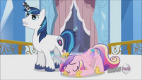 Cadance nearly asleep S3E2