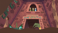 Daring Do points down at the Cipactli S6E13
