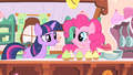 Pinkie Pie making cupcakes S1E20.png