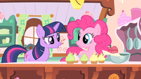 Pinkie Pie making cupcakes S1E20