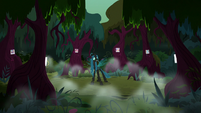 Queen Chrysalis sets up her magic ritual S8E13