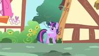 Twilight looks behind S1E25