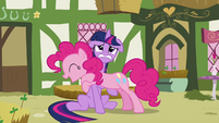 Twilight struggling under Pinkie S3E3