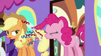 Pinkie sneezing confetti S2E25