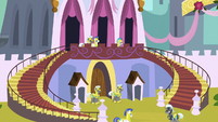 Royal guards defend the castle entrance S9E4