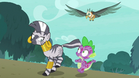 Spike volunteers to lead the roc away S8E11