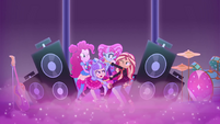 Sunset, Pinkie, and PostCrush fight onstage EGSBP