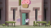 Sweetie Belle watches Sugar Belle and Scootaloo from bakery door S7E8