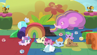 Baby ponies fall over onto the floor S7E22
