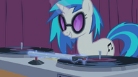 DJ Pon-3's magic aura S01E14
