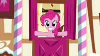 Pinkie Pie opens the top half of Sugarcube Corner entrance S5E19