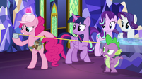 Pinkie Pie using a tape measure S8E1