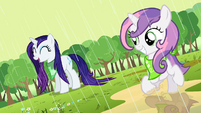 Rarity and Sweetie Belle playing in the rain S2E5