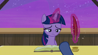 Star Tracker pushes autograph book in front of Twilight S7E22