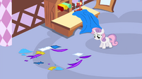 Sweetie Belle discovers the box is gone S4E19