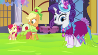 AJ, Apple Bloom, and Rarity not stuck anymore S5E7