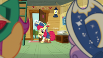 Apple Bloom hears Sweetie Belle S6E4