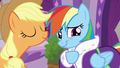 Applejack amused; Rainbow embarrassed S6E10.png