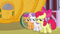 CMC watching Diamond Tiara and Silver Spoon walk S3E4