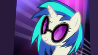DJ Pon-3 intrigued S6E9