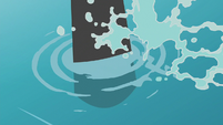 Oar padding through the water S8E16