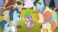 Polo ponies glaring at Spike S5E10