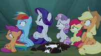 Pony sisters looking over at the Fly-ders S7E16