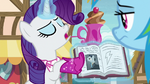 "Rarity ""Sir Fluffingsworth von Radishfield"" S8E17"