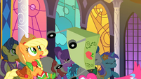 S01E26 Pinkie wpada na stoisko Applejack