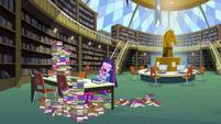 Twilight cansada na biblioteca EG