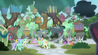 Full view of Hippogriffia S8E6