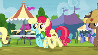Line of ponies moving along S4E22