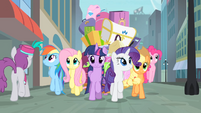 Main cast walking in Manehattan S4E08