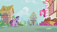Pinkie Pie Head Out Door S1E09
