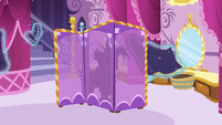 Rarity goes back behind changing curtain S7E19