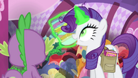 Rarity levitating her creations S4E23