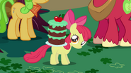 S01E01 Apple Bloom z tortem na plecach
