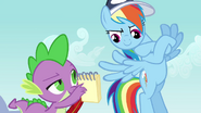 S02E22 Rainbow patrzy na dobre wyniki innych pegazów