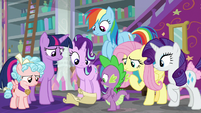 Twilight accidentally drops the scroll S8E25