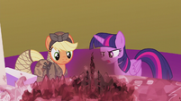 Twilight explains the situation S5E25
