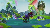 Changelings flying away from Pharynx S7E17