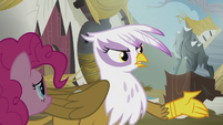 Gilda points Pinkie to the library S5E8