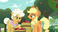 "Goldie Delicious ""do tell, Granny"" S9E10"