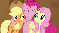 "Pinkie Pie ""super great at cheering"" S7E2"