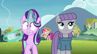 Pinkie Pie appears behind Starlight and Maud S7E4