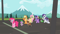 Ponies waiting at the finish line S2E7